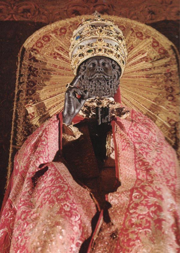 statua di pietro in cattedra