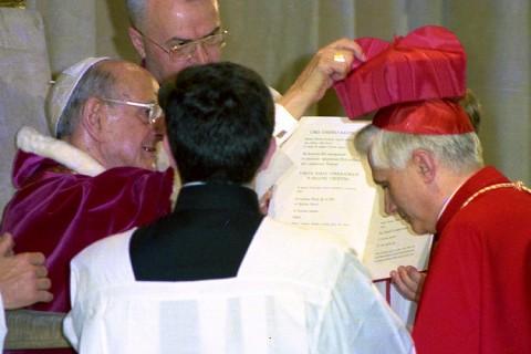 Paulo VI barrete Ratzinger