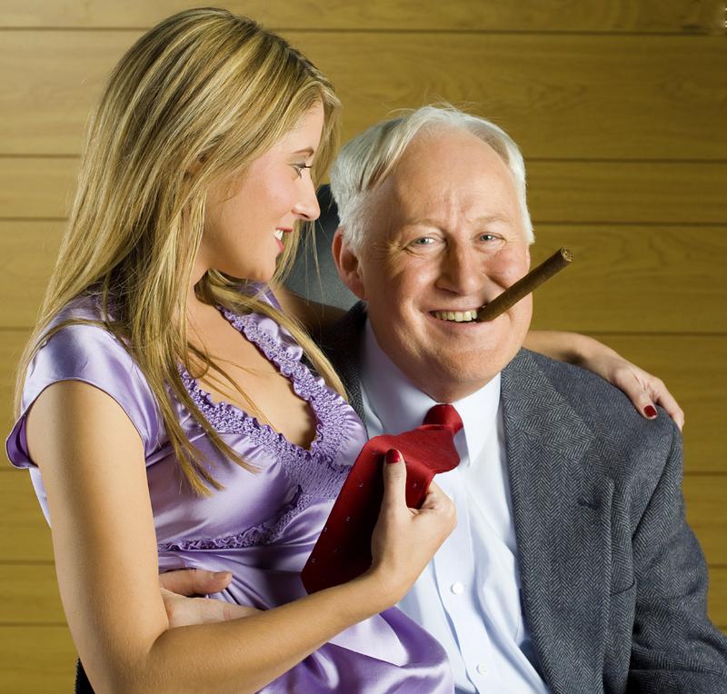 anziano con ragazza