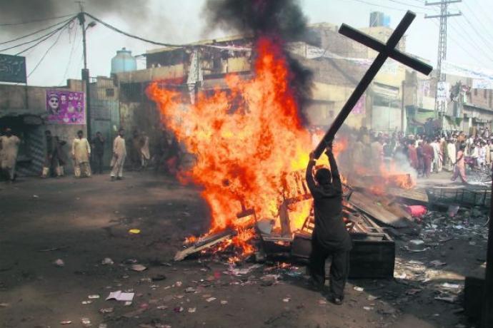 croce incendiata