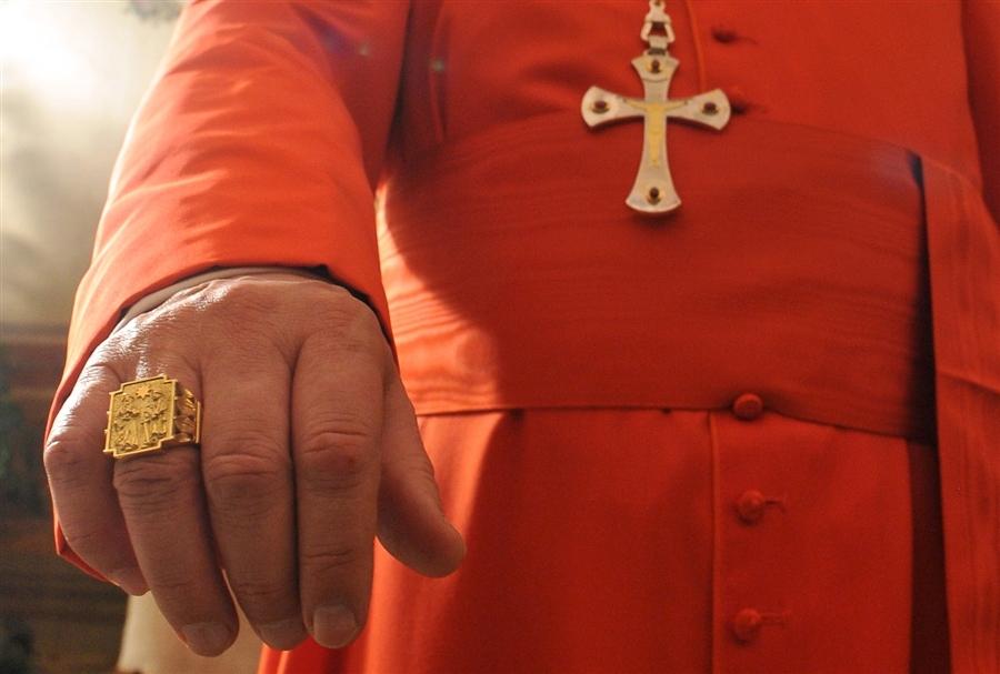 mano vescovo