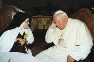 Carmelita Juan Pablo II y la hermana Lucía 2000-001